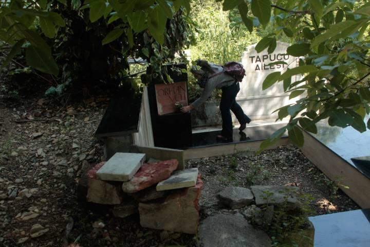 orhan veli kanık; orhan veli; mezarı; aşiyan; nerede; h. burak öz