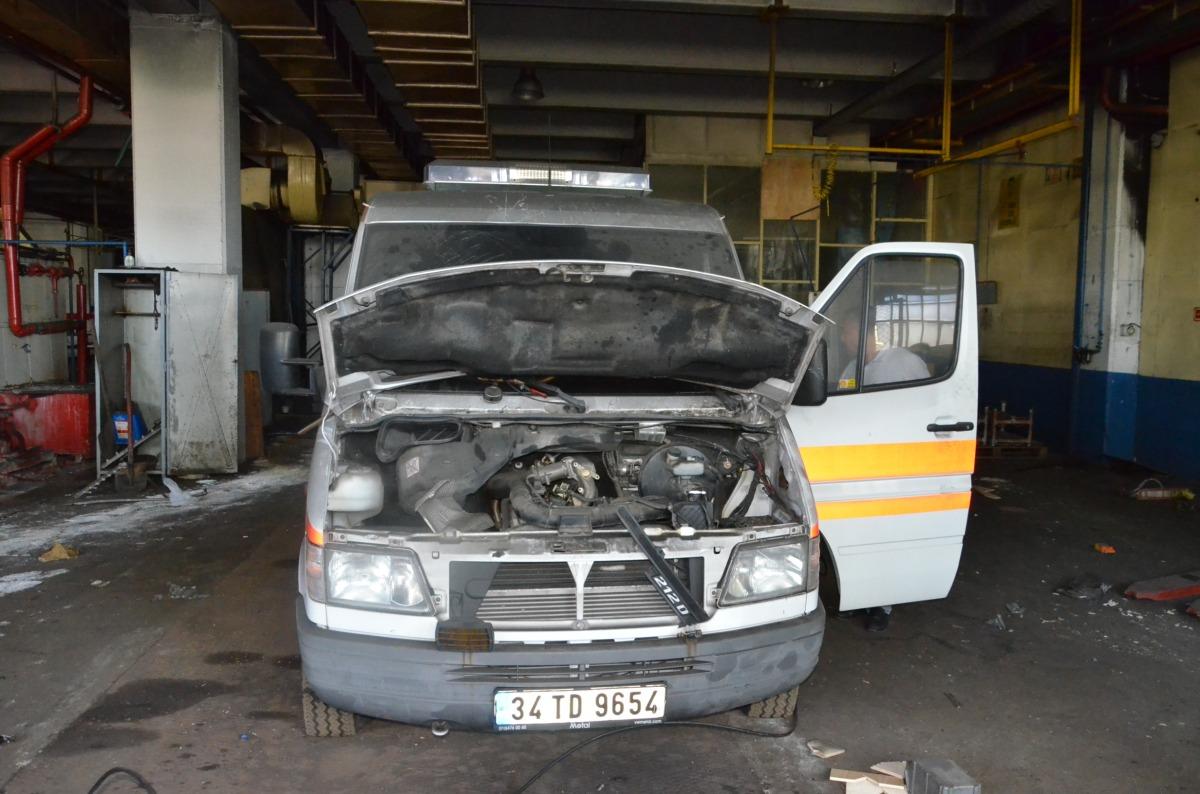 Ambulansın motorunu dahi çaldılar